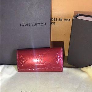 🔑 LOUIS VUITTON Red Vernis Keyholder